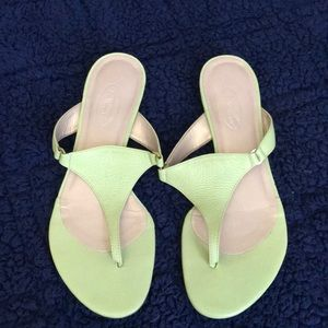 Never worn Talbots lime green flat sandals 7B!
